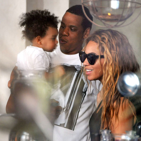Beyonce and Jay-Z enjoy a family outing in Paris