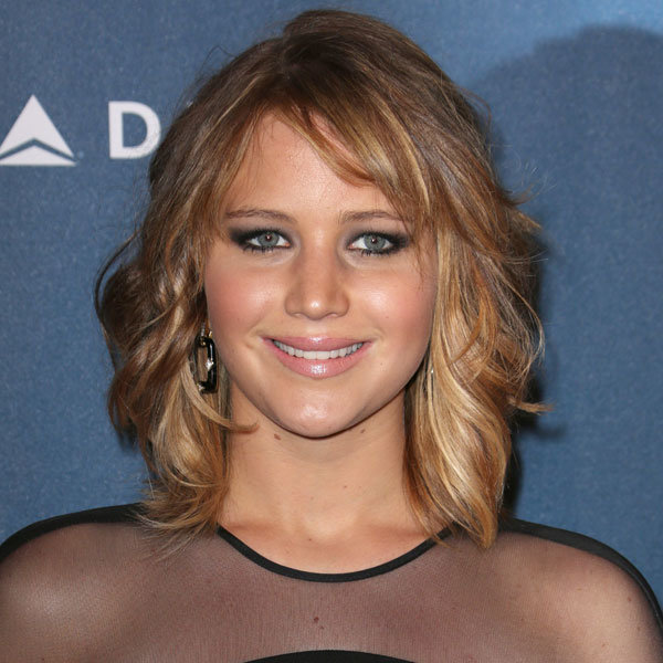 Jennifer Lawrence cuts her hair into a tousled bob