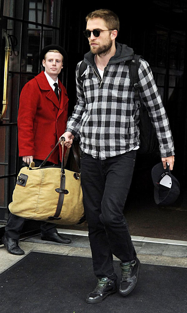 Robert Pattinson jets back to LA home he shares with Kristen Stewart!