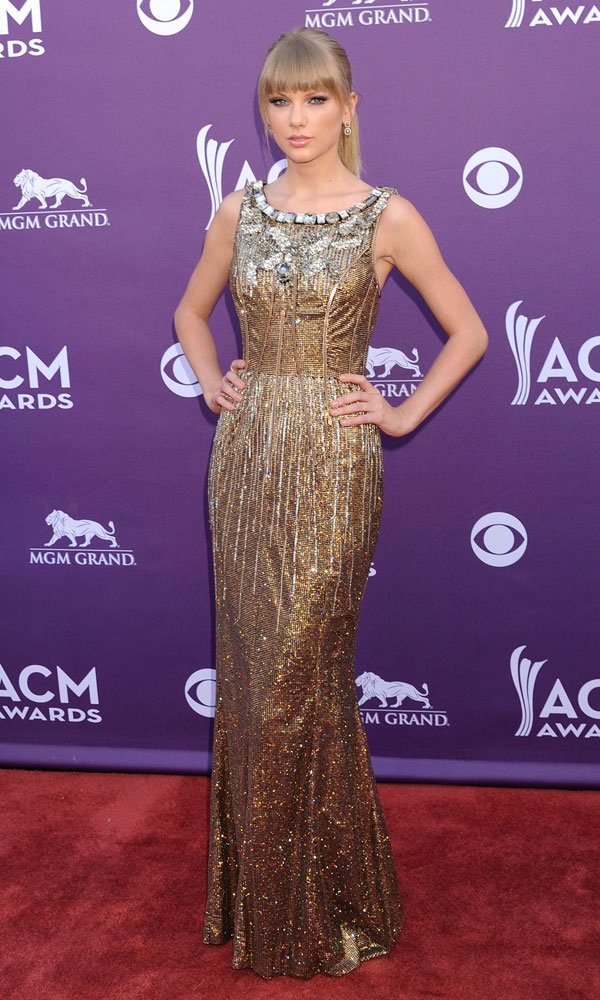 Taylor Swift wows at Country Music Awards 2013