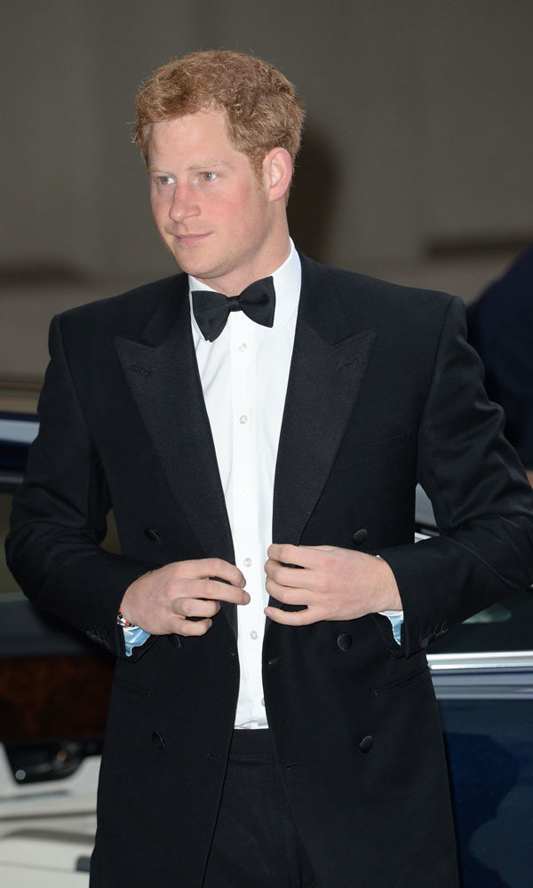 Prince Harry looks super dapper at charity dinner!