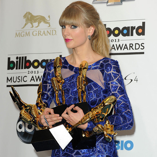 Taylor Swift makes relationship revelation at the Billboard Music Awards 2013