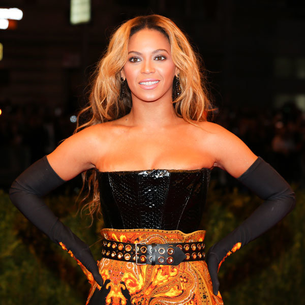 Beyonce makes a triumphant return to the stage after cancelled show!