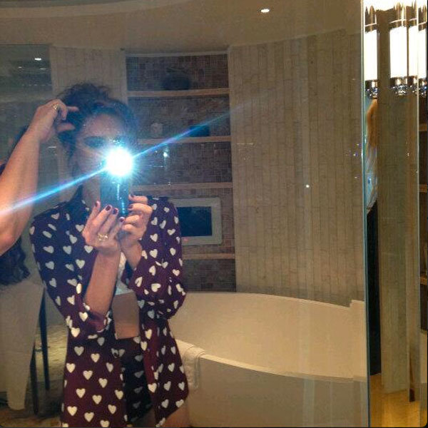 Victoria Beckham gets in on the selfie trend as she tweets pic!