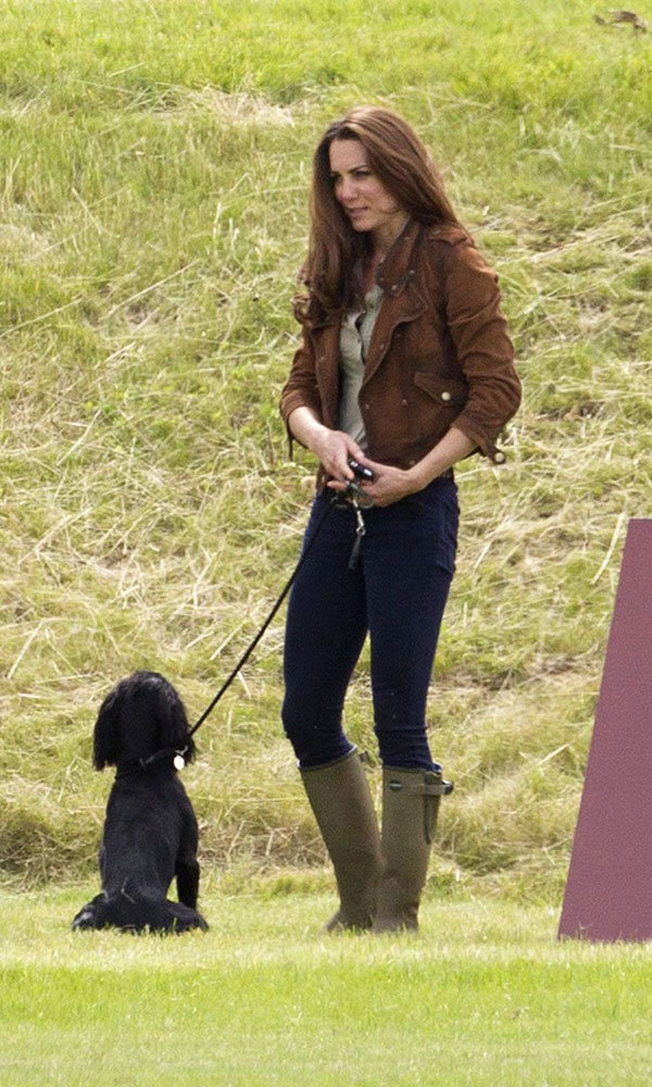 Pregnant Kate Middleton hitches free helicopter ride with Wills