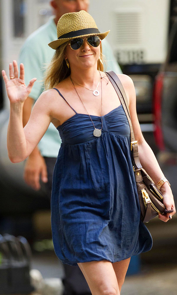 Spotted: Jennifer Aniston on-set pictures