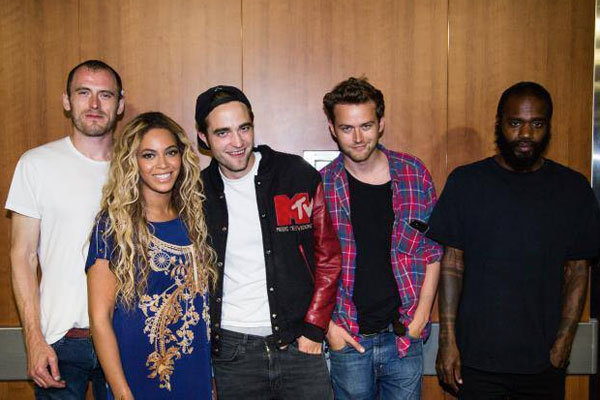 Beyonce hangs out with Robert Pattinson