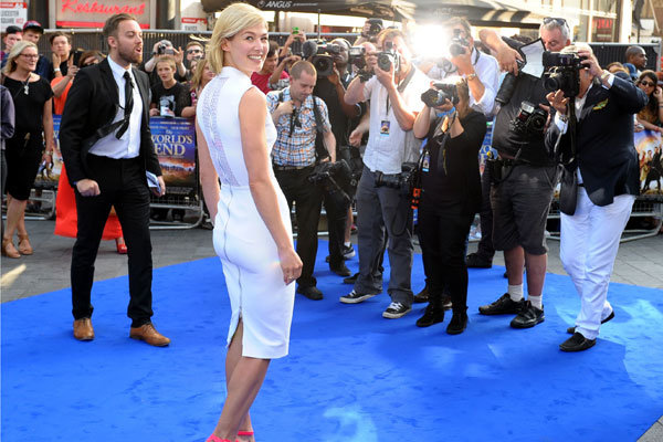 Rosamund Pike wows at The World's End premiere in Victoria Beckham LWD