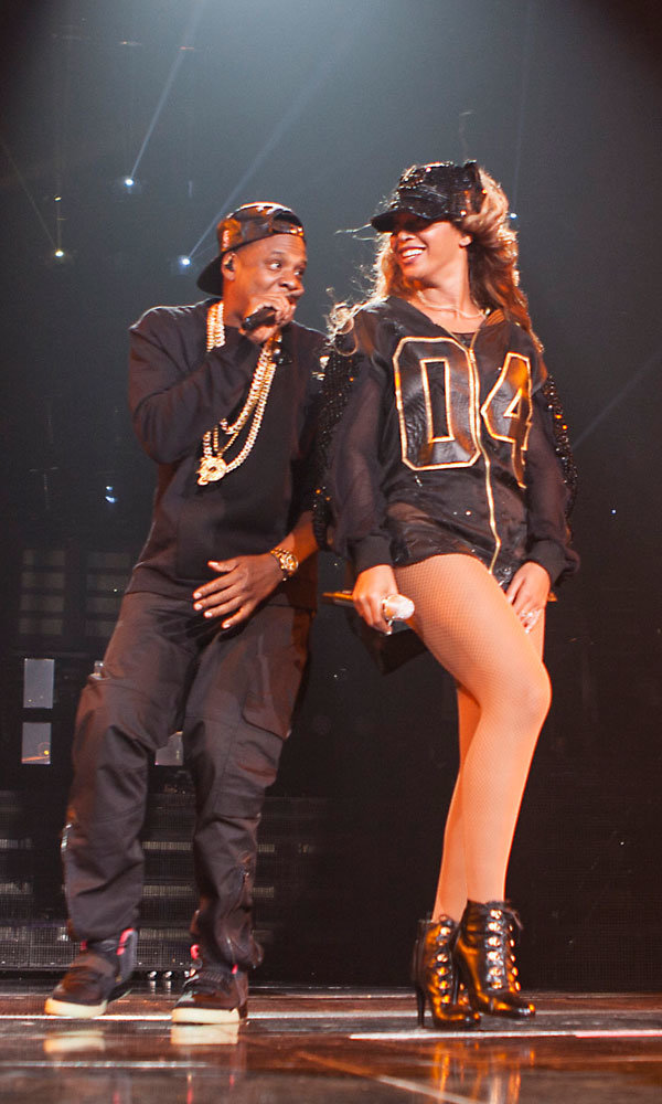 Jay Z joins Beyonce on stage for surprise performance!