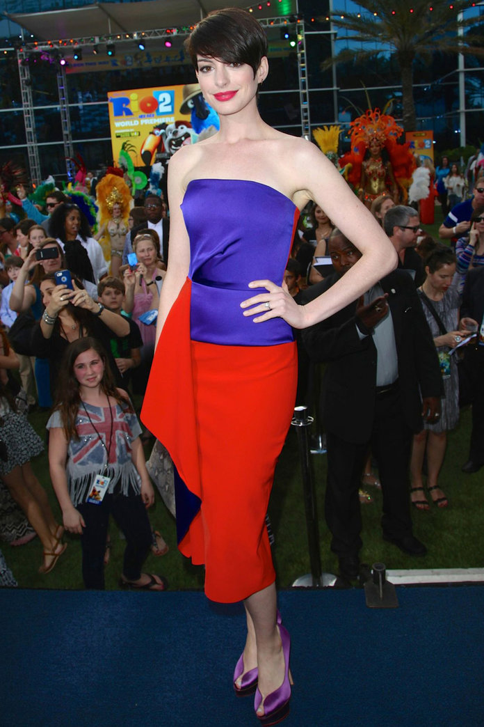 Anne Hathaway Makes A Colourful Statement On The Red Carpet