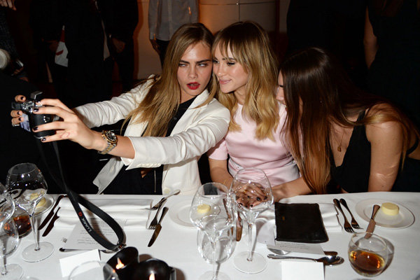 Cara Delevingne And Suki Waterhouse Go Selfie Mad At Karl Lagerfeld Dinner