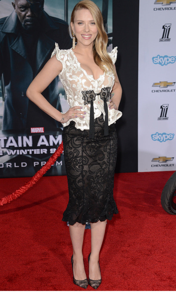 Scarlett Johansson Makes Her First Pregnant Red Carpet Appearance