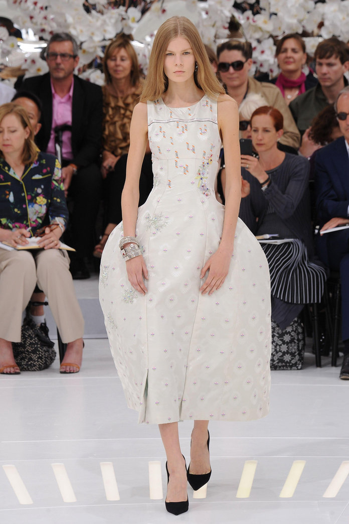 Dior Pioneers A 50s Revival With Hourglass Silhouettes