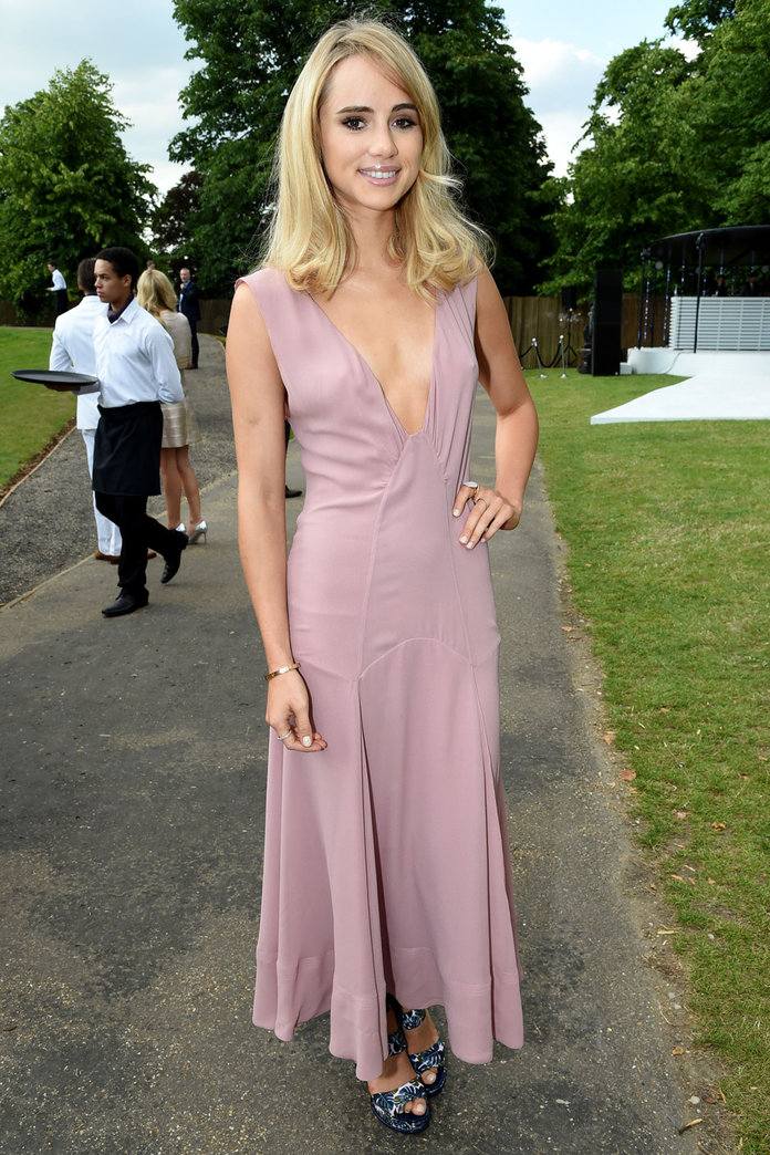 Suki Waterhouse Teams Her Burberry Dress With Topshop Heels For A Night With Bradley Cooper