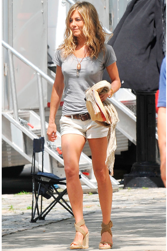 Jennifer Aniston Does WHAT To Her T-Shirts?
