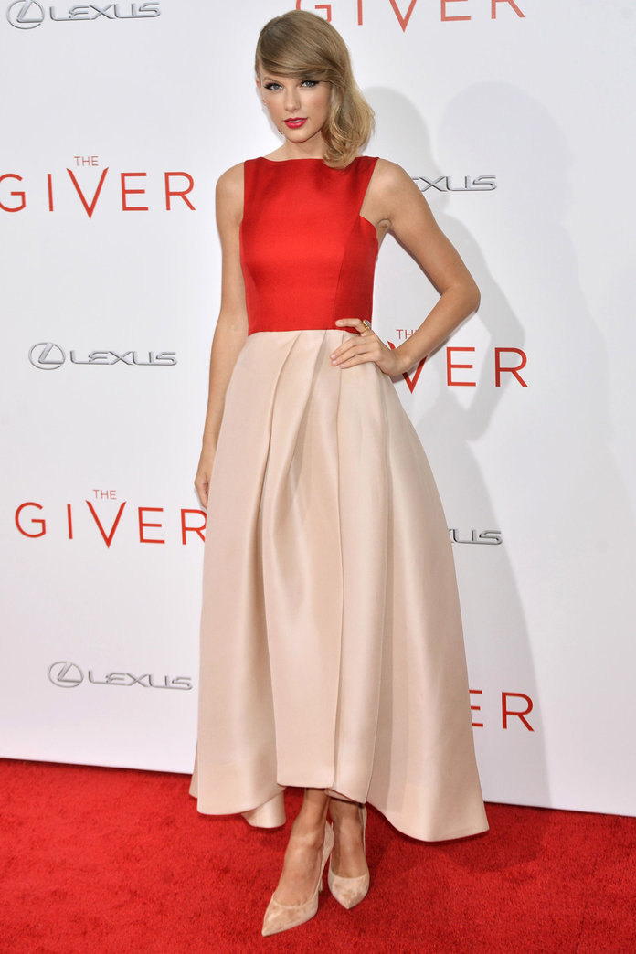 Taylor Swift Ditches The Crop Top For An Amazing Red Carpet Look