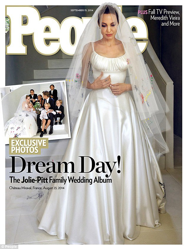 You HAVE To See Angelina Jolie's Wedding Dress...