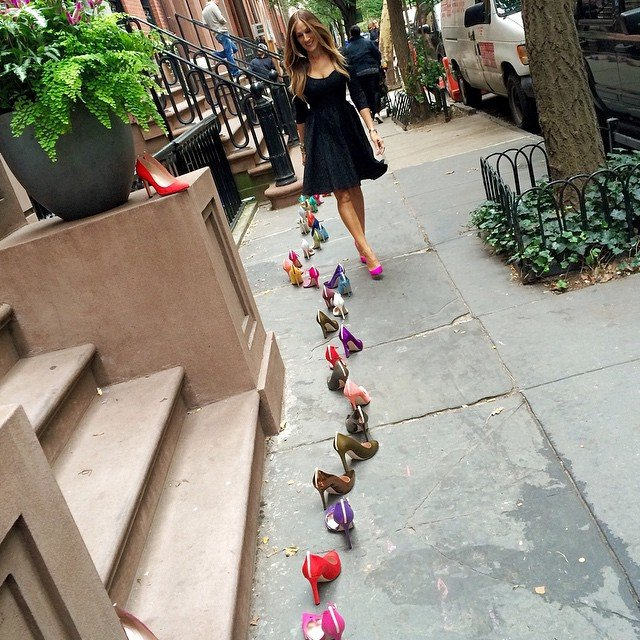 Video: Sarah Jessica Parker Lines The Streets Of NYC With Her Gorgeous Shoe Collection