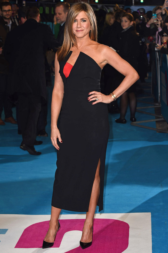 Jennifer Aniston Shows Off Her Enviable Curves At The Horrible Bosses 2 Premiere