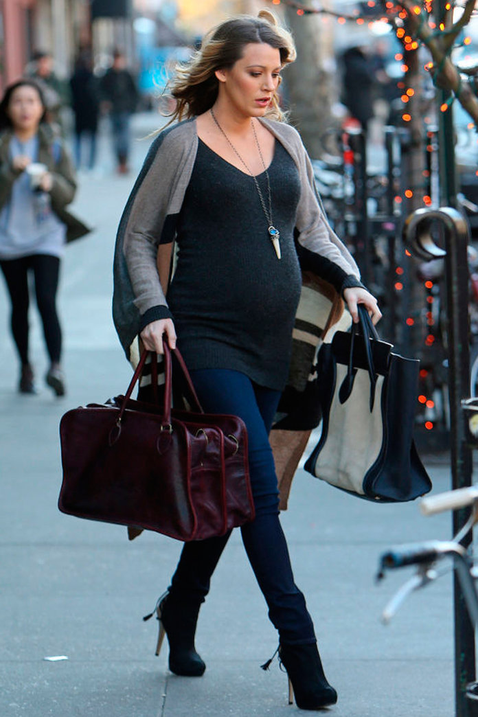 How Can Blake Lively Balance Her Bump In THOSE Heels?!