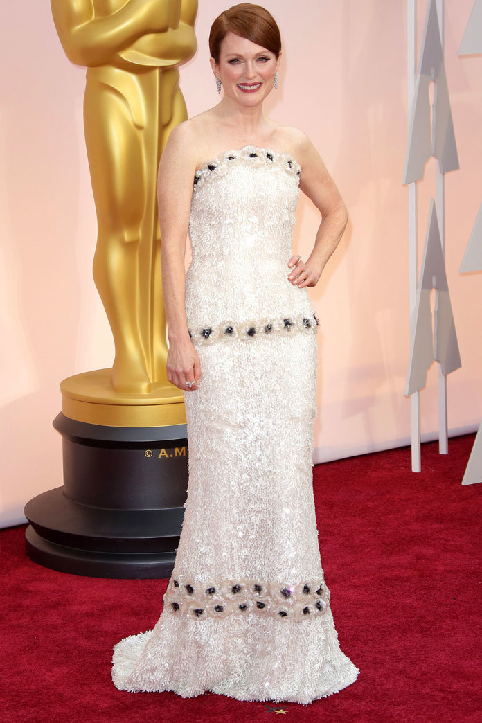 Julianne Moore's Oscars Dress Took A Seriously Long Time To Make…