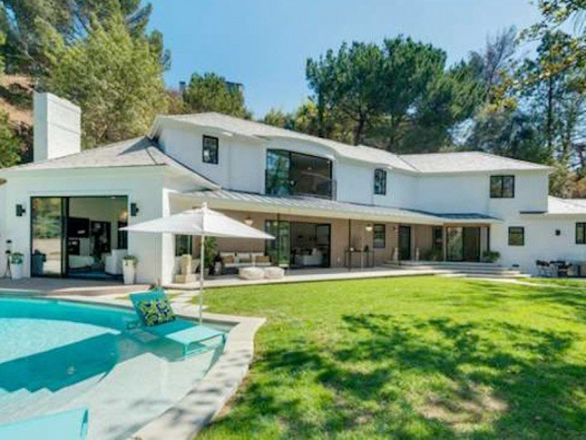 Scarlett Johansson Just Bought The Home Of Our Dreams. Take A Look Inside...