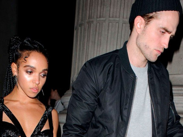 FKA Twigs Is Flashing Her Engagement Ring For All To See And It's Super-Unusual