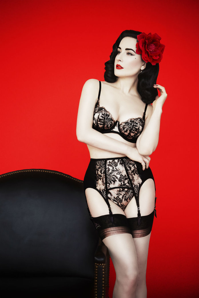 Vintage Fashion: Retro Wardrobe Queen, Dita Von Teese ...
