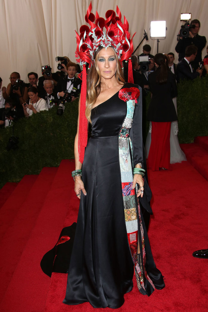Sarah Jessica Parker Wears High Street To The Met Gala – And The Most Talked About Headpiece