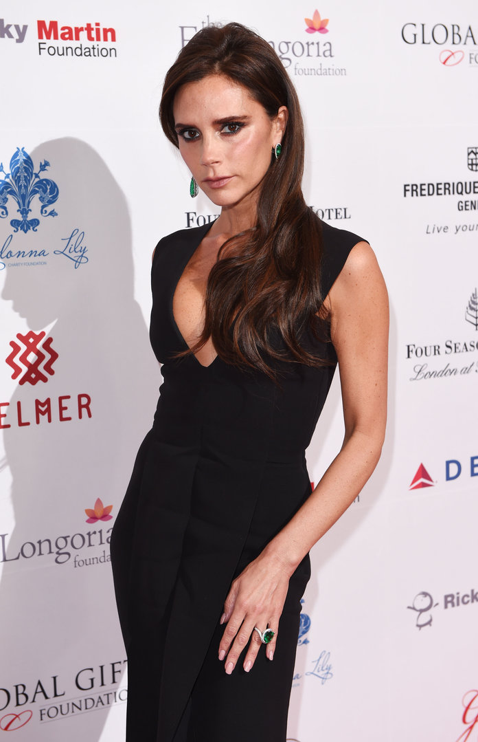 Victoria Beckham Is Bringing Back The Plunge: Here's The 5 Ways She Keeps It Classy