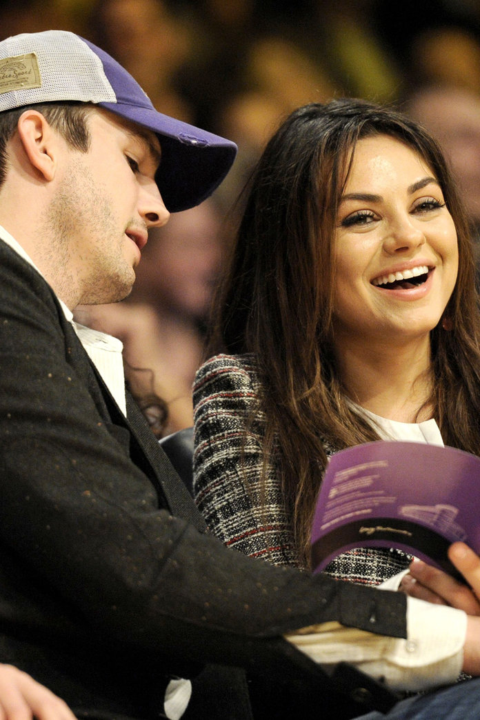 Mila Kunis And Ashton Kutcher Are Finally Married! Congrats, Guys...