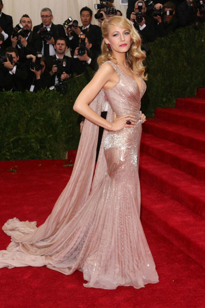 How Blake Lively REALLY Gets Ready For The Red Carpet. By Her Husband