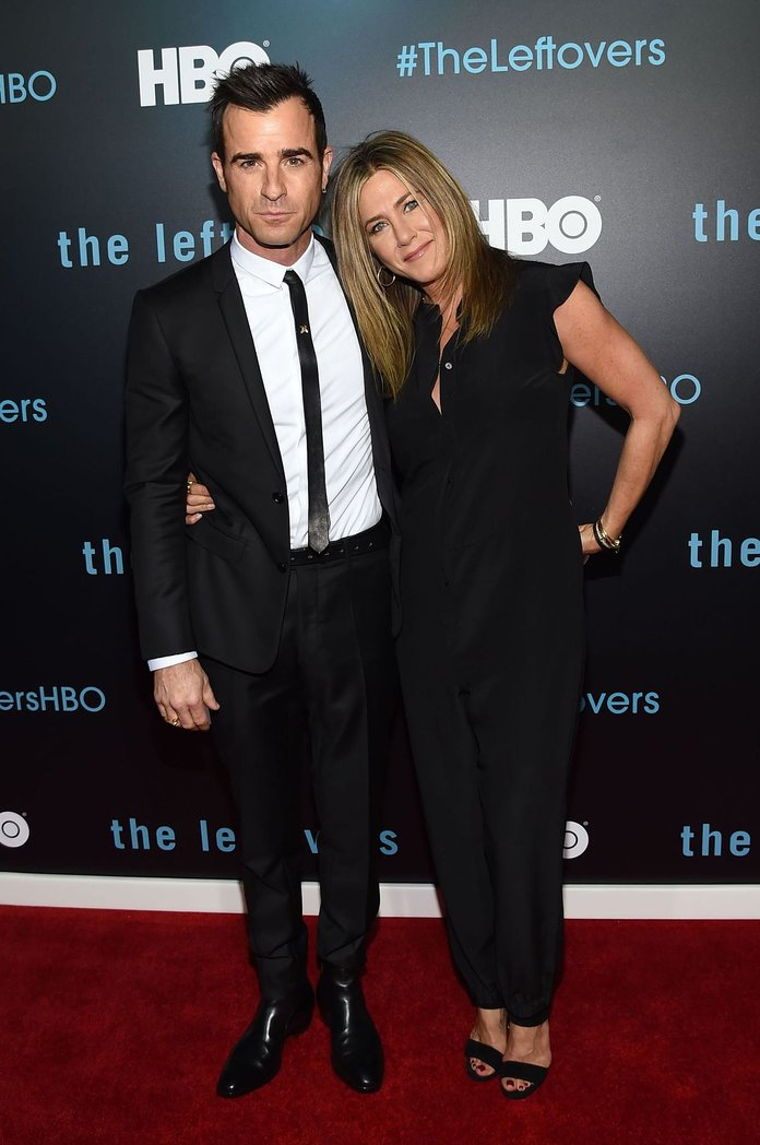 Jennifer & Justin Match Their Outfits For Their First Appearance As A Married Couple