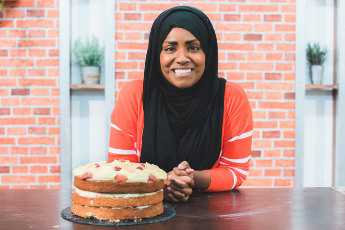 great british bake off nadiya wedding cake nadiya hussain bake instyle co uk 14911