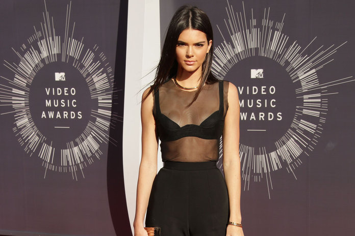 Kendall's Guide To Wearing A Bra Like It's No Big Deal