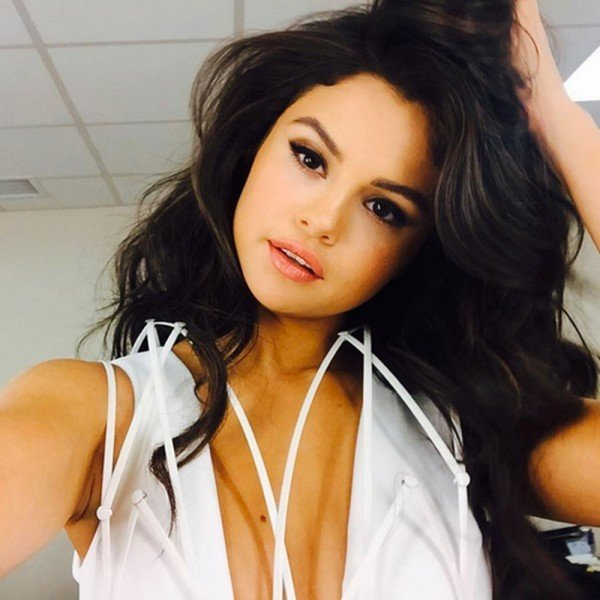 Selena Gomez's Make-Up Artist Is Posting Product Reviews On Instagram, And We're Listening