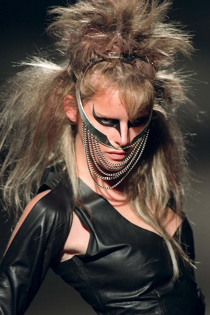 The Best Alexander McQueen Beauty Looks Of All Time
