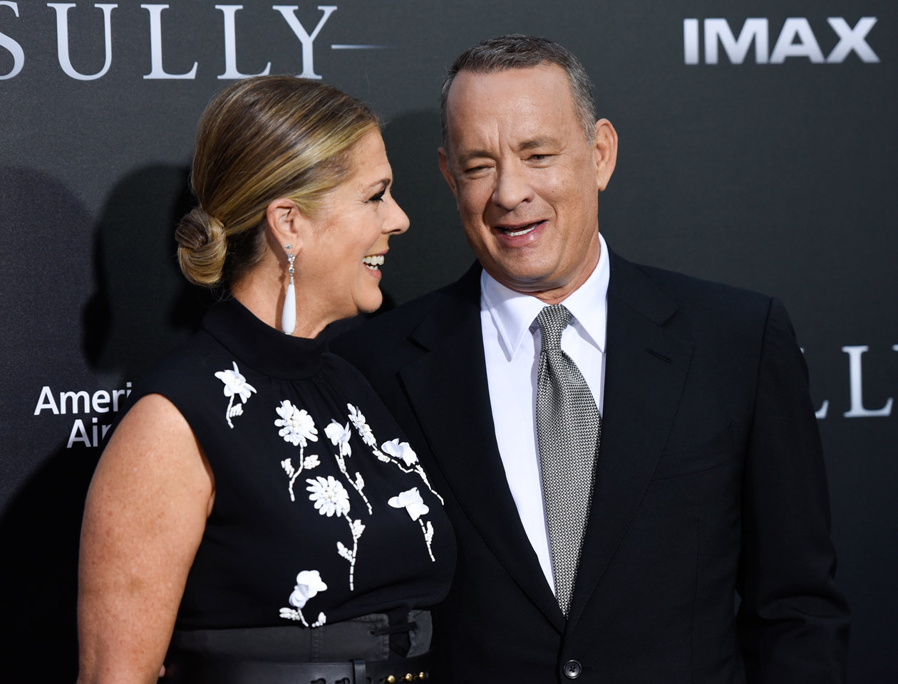 Tom Hanks and Rita Wilson at Sully Premiere - Embed