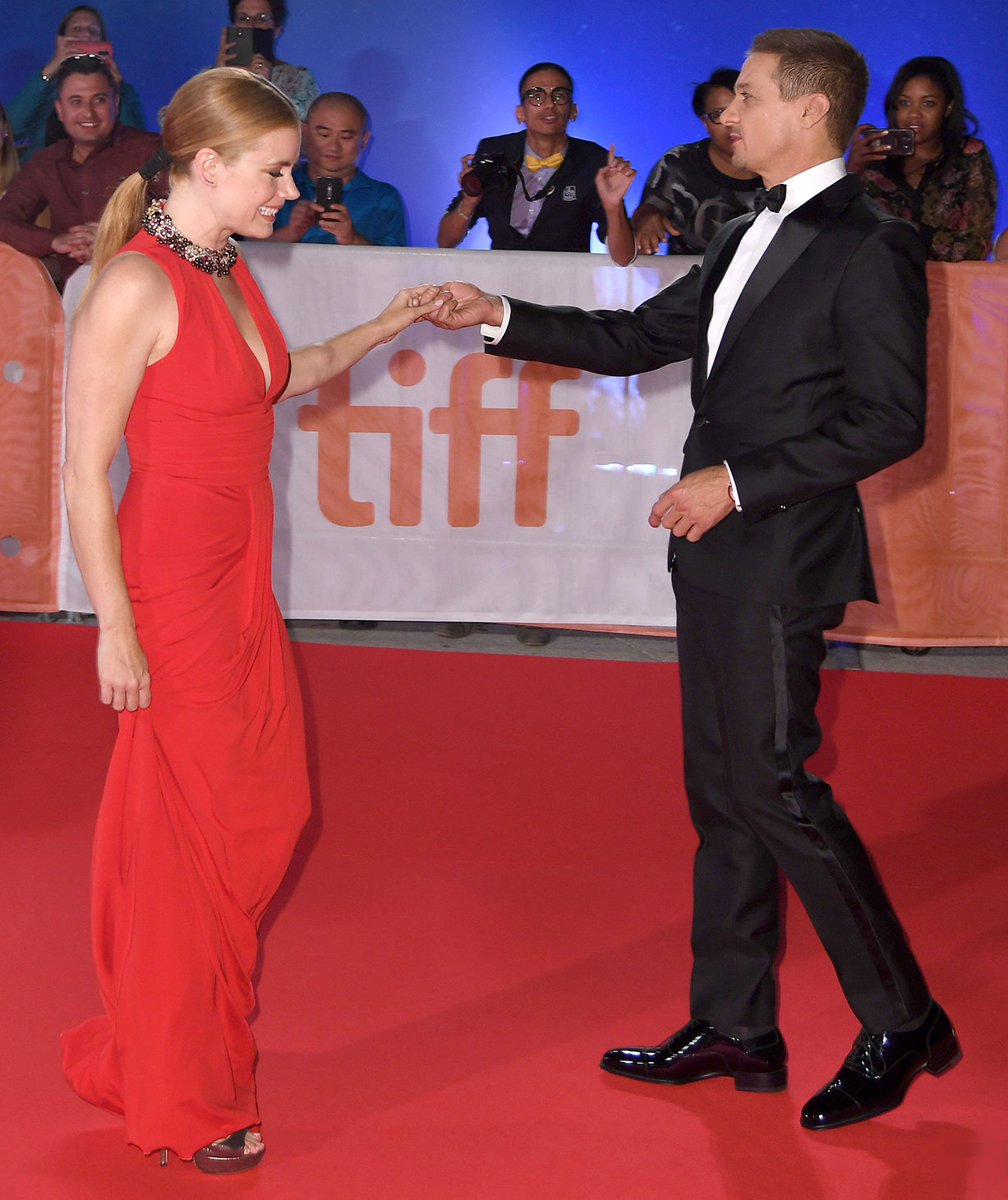 Amy Adams and Jeremy Renner - Embed