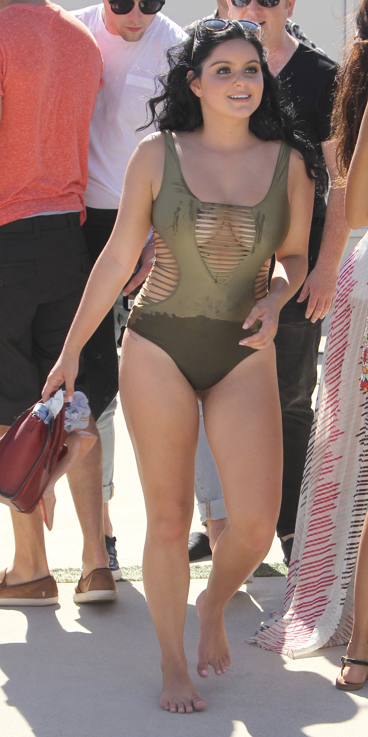 Ariel Winter Shows Off Her Killer Curves in a Sexy Cutout ...