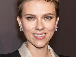 NEW YORK, NY - FEBRUARY 08:  Actress and honoree Scarlett Johansson attends 19th Annual amfAR New York Gala at Cipriani Wall Street on February 8, 2017 in New York City.  (Photo by Gilbert Carrasquillo/FilmMagic)