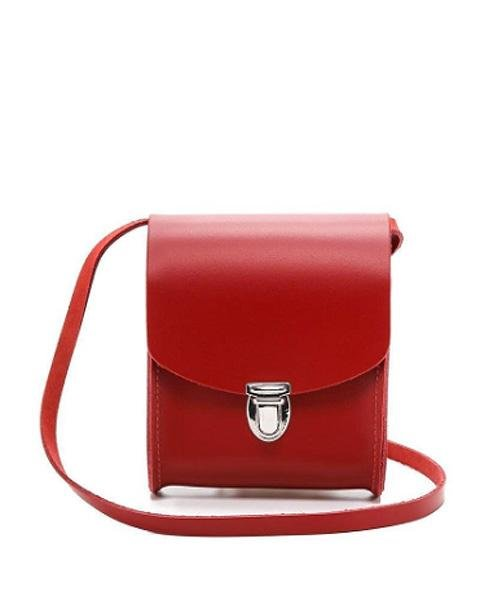http://cdn-img.instyle.com/sites/default/files/styles/480xflex/public/images/2015/02/021015-red-accessories-11.jpg